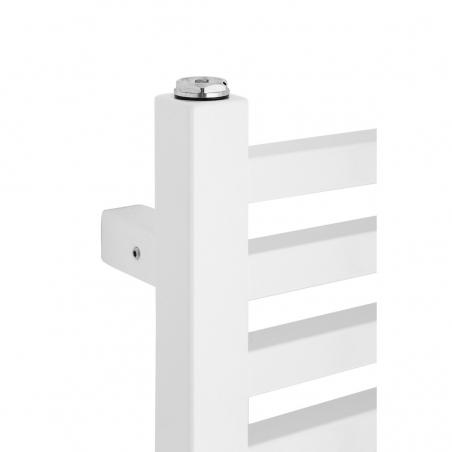 Zbliżenie na narożnik grzejnika łazienkowego dekoracyjnego Essence w kolorze białym.