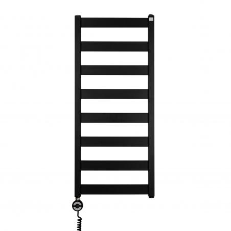 Grzejnik łazienkowy elektryczny Terma Leda. Grzejnik wąski o szerokości 40cm i wysokości 91cm, kolor czarny mat. Z lewej strony zamontowana czarna grzałḱa elektryczna Moa o mocy 300W