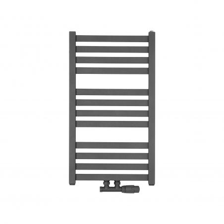 Wąski grzejnik łazienkowy Terma Moon o wymiarach 71x40cm w kolorze antracyt / metallic grey z podłączeniem o rozstawie 50mm i z zamontowanym antracytowym zaworem termostatycznym Multiflow w figurze kątowej prawej.