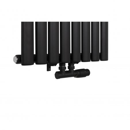 Zawór zespolony czarny Multiflow w figurze prawej zamontowany na grzejniku dekoracyjnym Ultimate 160x48cm czarnym