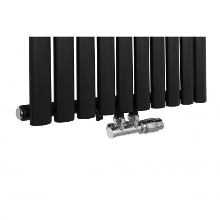 Zawór zespolony chromowany Multiflow w figurze kątowej prawej zamontowany na grzejniku  dekoracyjnym Ultimate o wymiarach 180x60cm w kolorze czarny mat