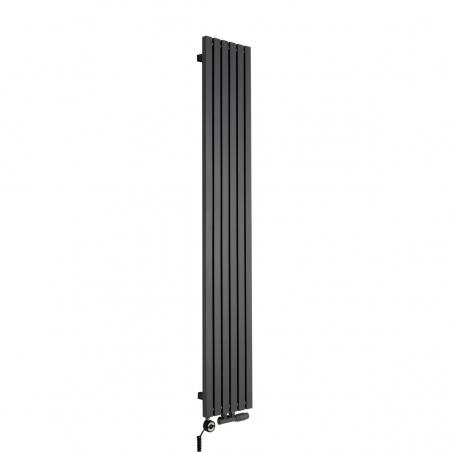 Grzejnik dekoracyjny pionowy Advantage o wymiarach 180x29 w kolorze grafit struktura, z dopasowaną kolorystycznie grzałką elektryczną MOA 600W, oraz zaworem termostatycznym zespolonym Multiflow w figurze kątowej prawej.