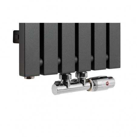 Zawór termostatyczny Multiflow chrom, figura kątowa prawa podłączony do grzejnika dekoracyjnego Advantage 180x29 w kolorze grafitowym.
