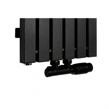 Zawór termostatyczny Multiflow czarny, figura kątowa prawa podłączony do grzejnika dekoracyjnego Advantage 180x29 w kolorze czarnym.