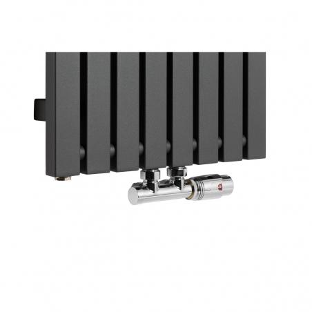 Zawór termostatyczny Multiflow chrom, figura kątowa prawa podłączony do grzejnika dekoracyjnego Advantage 180x39 w kolorze grafitowym.