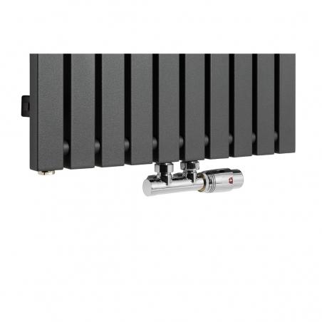 Zawór termostatyczny Multiflow chrom, figura kątowa prawa podłączony do grzejnika dekoracyjnego Advantage 180x49 w kolorze grafitowym.