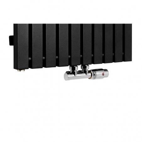 Zawór termostatyczny Multiflow chrom, figura kątowa prawa podłączony do grzejnika dekoracyjnego Advantage 180x49 w kolorze czarnym.
