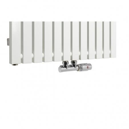 Zawór termostatyczny Multiflow chrom, figura kątowa prawa podłączony do grzejnika dekoracyjnego Advantage 180x59 w kolorze białym.