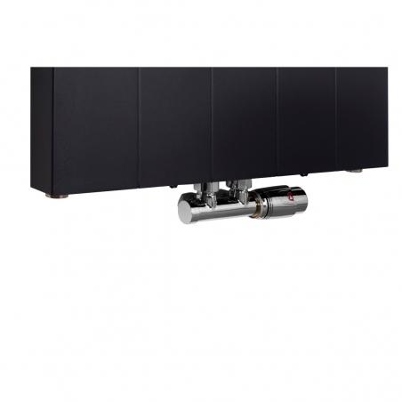 Zawór termostatyczny zespolony Multiflow chrom, figura kątowa prawa, podłączony do grzejnika dekoracyjnego SPL20 160x50 w kolorze czarnym.