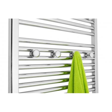 Wieszaki do grzejników łazienkowych MH, zamocowane na grzejniku Constans 180x60 chromowanym.