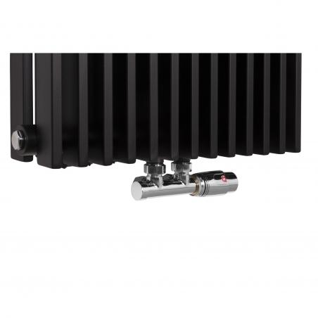 Zawór termostatyczny zespolony Multiflow w figurze kątowej prawej, kolor chrom, na grzejniku dekoracyjnym Highliner 2 w kolorze czarnym, 180x46.