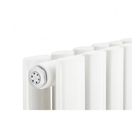 Detal grzejnika dekoracyjnego pionowego Ultimate 2, 180x60 w kolorze białym.