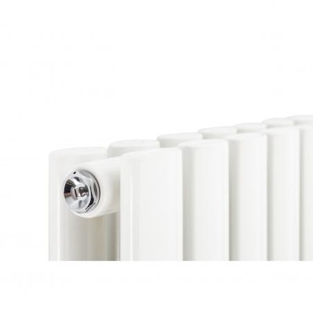 Detal grzejnika Ultimate podwójnego 180x60 w kolorze białym.
