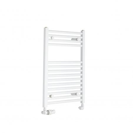 Grzejnik łazienkowy Constans w kolorze białym błyszczącym o wymiarach 70x50cm z podłączeniem dolnym o rozstawie 455mm. Zamontowany zestaw termostatyczny Vario Term Vision w kolorze białym w figurze osiowej lewej.