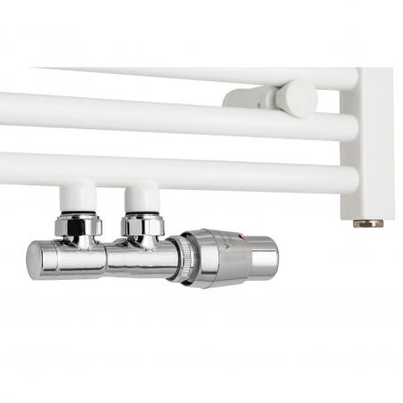 Zawór termostatyczny zespolony Twins chrom, w figurze kątowej prawej podłączony do grzejnika łazienkowego Constans 70x50 białego.