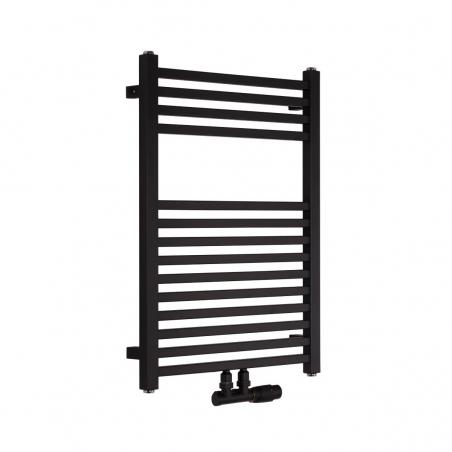 Nowoczesny grzejnik łazienkowy dekoracyjny Essence o wymiarach 70x50cm w kolorze czarnym matowym z podłączeniem dolnym środkowym o rozstawie 50mm oraz z zamontowanym zaworem zespolonym Multiflow w kolorze czarnym, figura kątowa prawa.