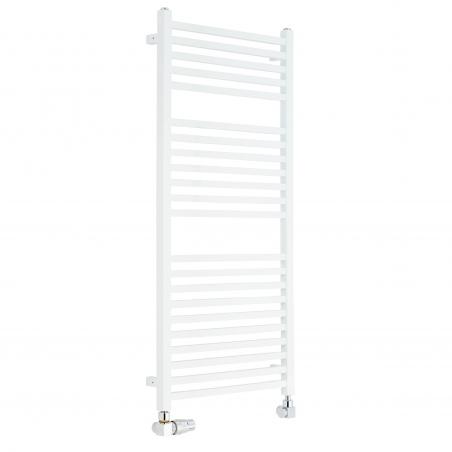 Płaski grzejnik łazienkowy Essence w kolorze białym o wymiarach 110x50cm z podłączeniem dolnym  o rozstawie 470mm wraz z chromowanym zestawem termostatycznym Quattro. Figura osiowo-lewa.