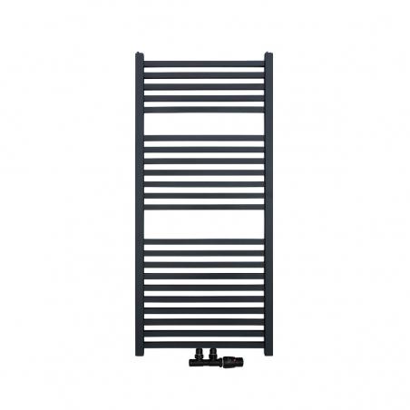 Nowoczesny grzejnik łazienkowy Essence w kolorze antracytowym / grafitowym o wymiarach 110x50cm z podłączeniem dolnym środkowym o rozstawie 50mm. U dołu zamontowany zawór zespolony Vario Term Twins w kolorze czarnym matowym i figurze kątowej prawej.