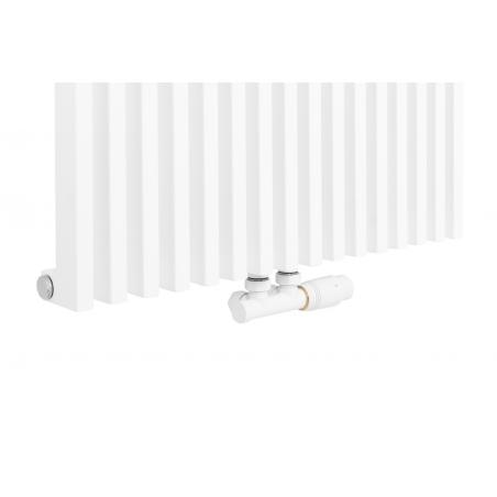 Zawór termostatyczny zespolony Multiflow biały, w figurze kątowej prawej, podłączony do grzejnika dekoracyjnego Diva 180x62 w kolorze białego matu.