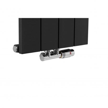 Zawór termostatyczny zespolony Multiflow w figurze kątowej prawej, kolor chrom, na grzejniku dekoracyjnym pionowym Drama 180x37 w kolorze czarnym strukturalnym.