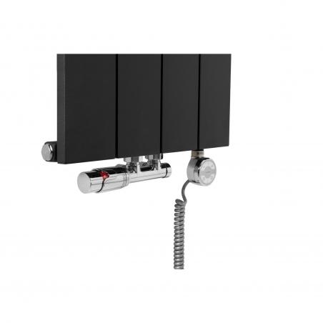 Zawór termostatyczny zespolony Multiflow figura kątowa prawa, kolor chrom oraz grzałka elektryczna MOA 600W również w kolorze chrom, przyłączone do grzejnika dekoracyjnego pionowego Drama o wymiarach 180x37 w kolorze czarnej struktury.