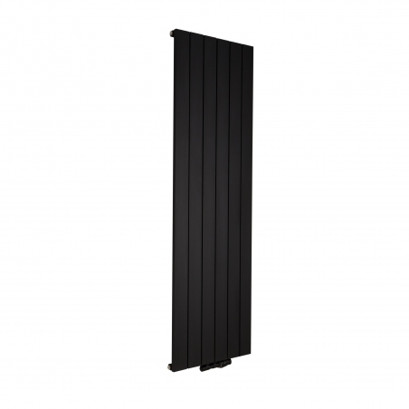 Grzejnik dekoracyjny pionowy Drama o wymiarach 180x56 koloru czarnej struktury, z podłączonym zaworem termostatycznym zespolonym Twins w figurze kątowej prawej, kolor czarny