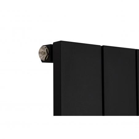 Szczegół grzejnika dekoracyjnego pionowego Drama 180x56 czarna struktura.