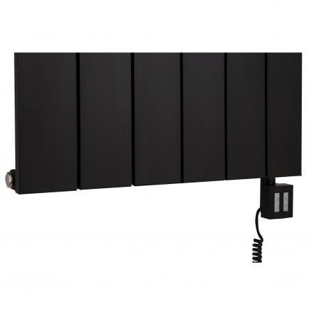 Grzałka elektryczna KTX4 1000W czarna podłączona do grzejnika dekoracyjnego pionowego Drama 180x56 w kolorze czarnej struktury.