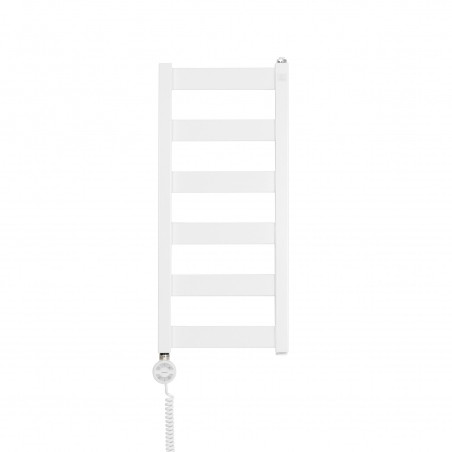 Grzejnik łazienkowy elektryczny Terma Leda. Grzejnik wąski o szerokości 30cm i wysokości 67cm, kolor biały. Z lewej strony zamontowana biała grzałḱa elektryczna Moa o mocy 200W