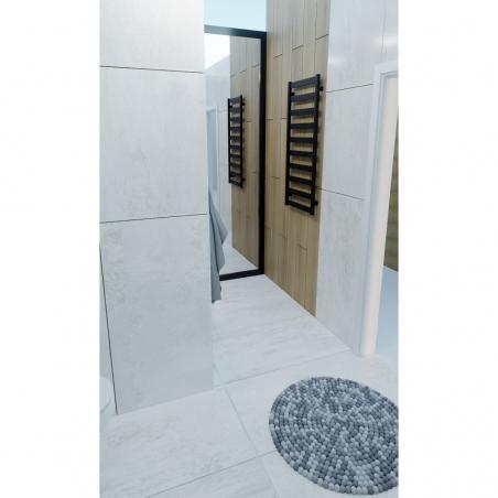Grzejnik łazienkowy Terma Leda. Grzejnik wąski o szerokości 50cm i wysokości 115cm, kolor czarny, z podłączeniem dolnym o rozstawie 470mm