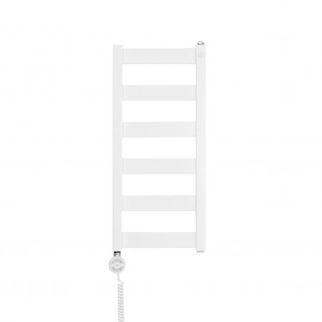 Grzejnik łazienkowy Terma Leda. Grzejnik wąski o szerokości 30cm i wysokości 67cm, kolor biały, z podłączeniem dolnym o rozstawie 270mm z zamontowaną z lewej strony grzałką Terma Moa