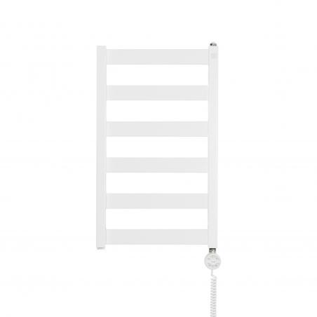 Grzejnik łazienkowy Terma Leda. Grzejnik wąski o szerokości 40cm i wysokości 67cm, kolor biały mat, z podłączeniem dolnym o rozstawie 370mm, z zamontowaną z prawej strony białą grzałką elektryczną Terma Moa o mocy 200W
